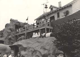 This ride, the last operating of its kind in the world, was remodeled in 1996. During the remodeling, the ark was entirely rebuilt.