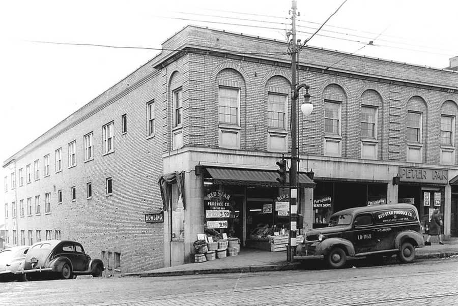 The corner of Washington Road at Cedar Boulevard was home to Red Star Market and a bowling alley in 1947.