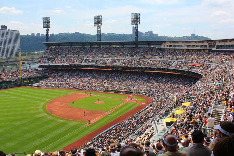 Despite the warm weather, over 30k fans showed up to enjoy a tight game.