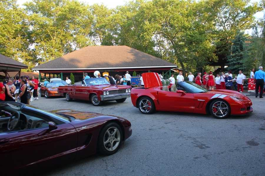 The classic cars and groups setup in the back of Kennywood before the parade starts at 7:30pm.
