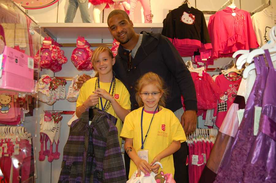 Let's head over to the girls section with Linebacker Chris Carter and his little shopping buddies, pink and purple was a popular color that night