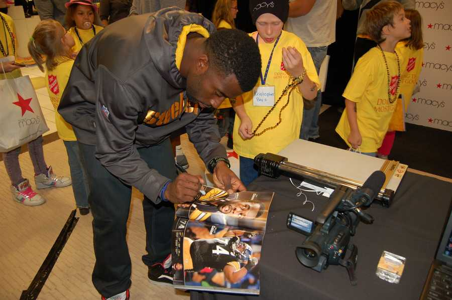 PITTSBURGH, PA - Tony Clemons signs autographs for the children's booklets.