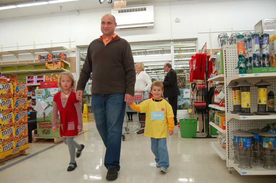 Meteorologist Ray Petelin starts off with his little shopping buddy and their helper, his daughter