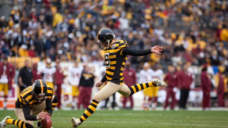 Shaun Suisham kicks a field goal for the Steelers.