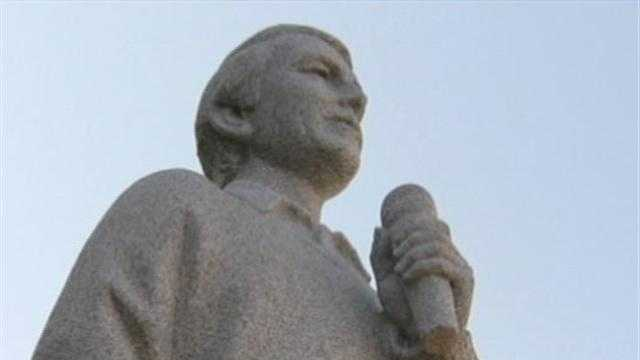 Perry Como statue in Canonsburg