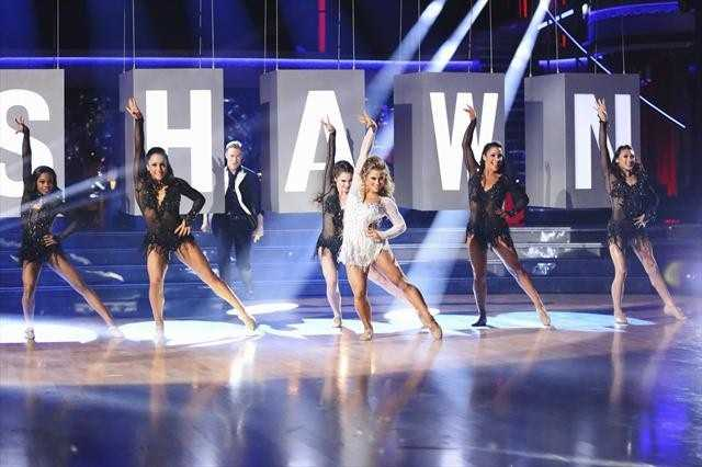 In the final one-hour performance show on Monday, each of the couples competed in a Super-Sized Freestyle during which they were allowed to add extra performers, incorporating all kinds of lifts and tricks to create an out-of-this-world entertaining routine, on MONDAY, NOVEMBER 26 (8:00-9:01 p.m., ET)