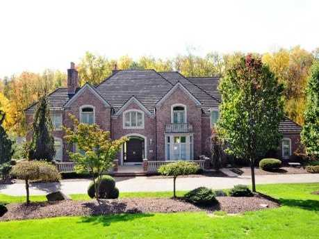 Take a tour of this $1.95 million estate in Upper St. Clair with six bedrooms, seven baths, featured on realtor.com.