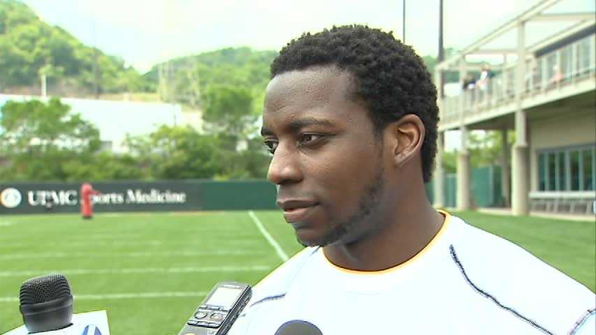 Running back Rashard Mendenhall agreed to a one-year deal to reunite with Bruce Arians in Arizona.