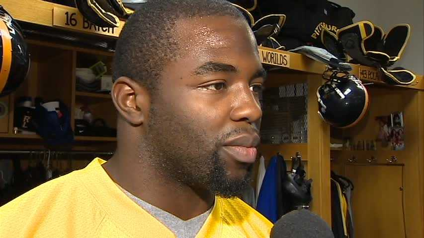 Linebacker Stevenson Sylvester signed a 1-year deal to return to the Steelers.