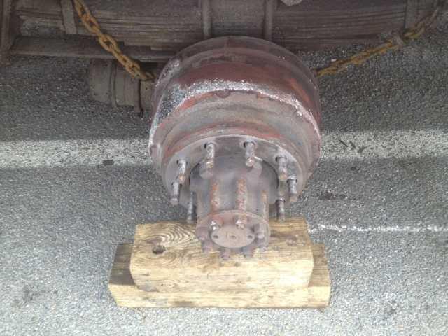 Video: School bus loses tire