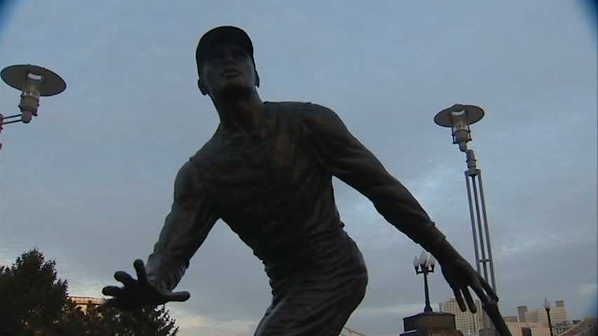 Roberto Clemente statue 01