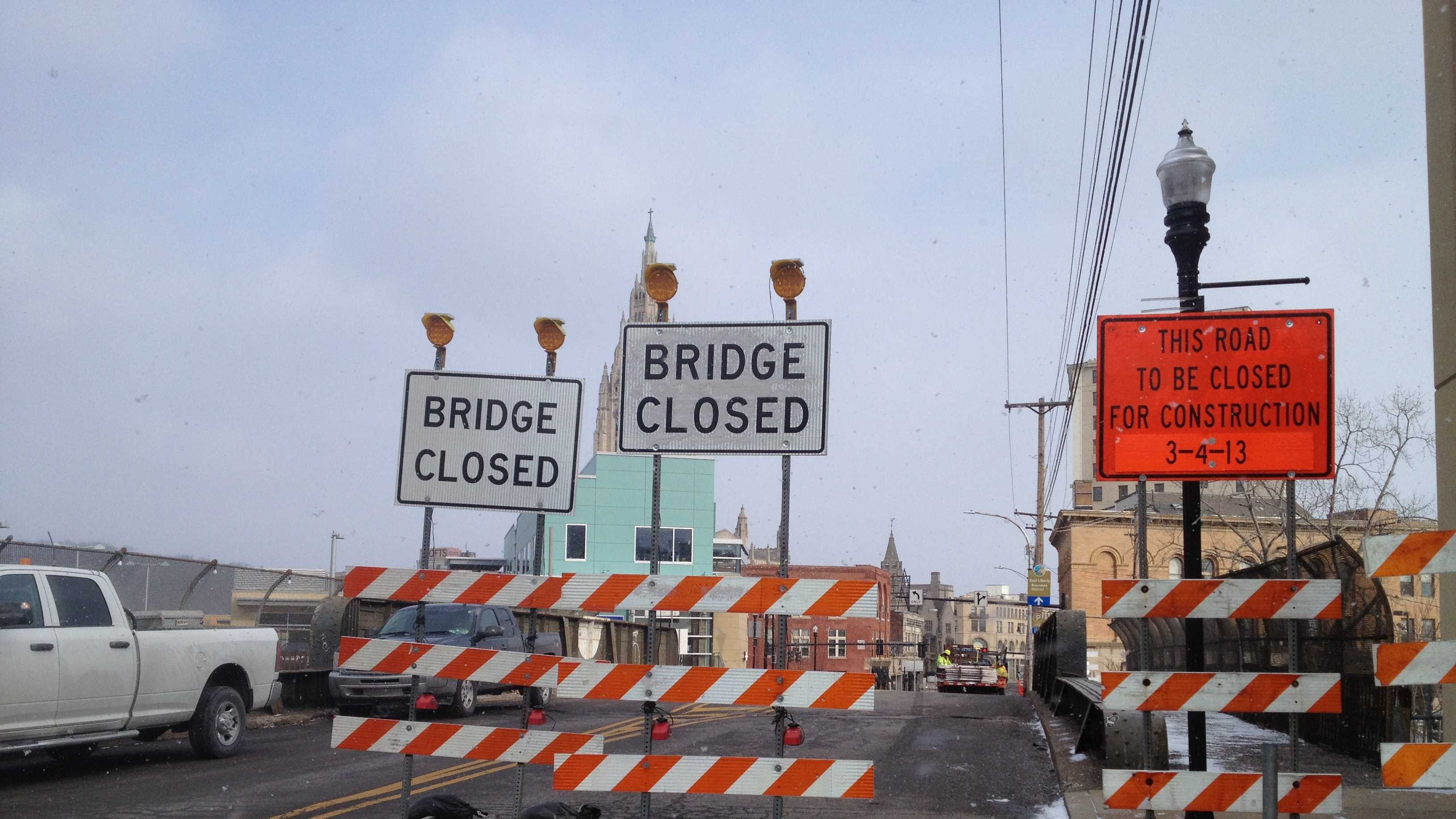 The bridge carries cars and pedestrians over Ellsworth Avenue and the Port Authority's East Busway.