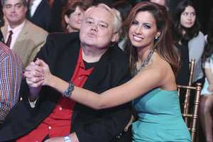 """Louie Anderson and Katherine Webb from ABC's """"Splash"""" stopped by the show to cheer on the contestants! (Photo: ABC/.Adam Taylor)"""