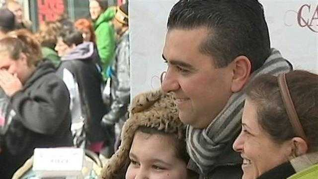 Cake Boss picture with fans