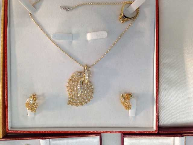 An out-of-town dealer is reporting the theft of $250,000 worth of jewelry from his rental car in Monroeville.