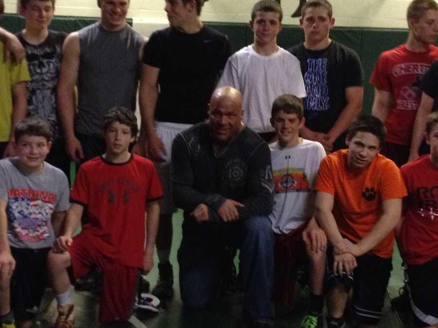 Kurt Angle with Pine-Richland High School wrestlers.