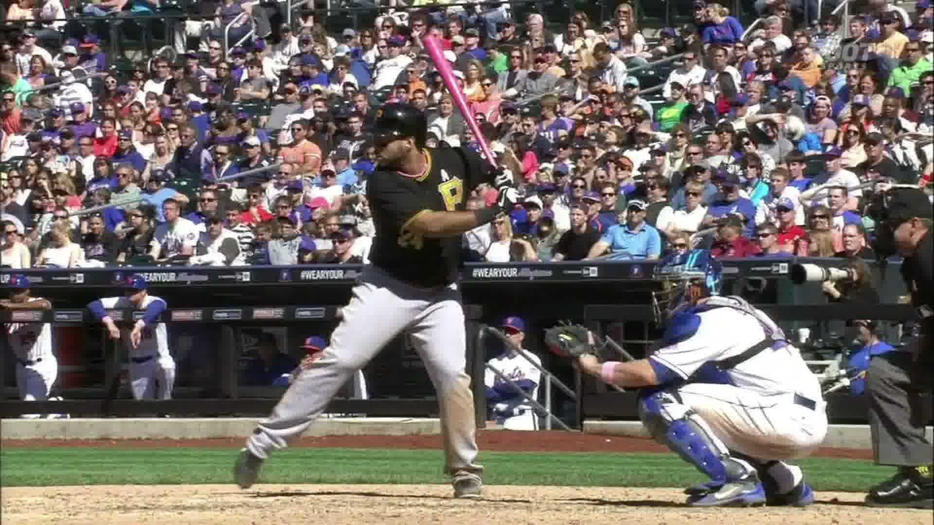 Pedro Alvarez drives home the winning run against the Mets.