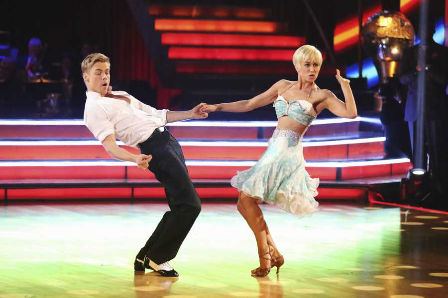 """KELLIE & DEREK - In a final element of the competition, the three remaining couples performed a new routine in an """"Instant Dance"""" - where they tackled a style they knew, but to music given to them for the first time live on television. This routine was scored out of 30 and rounded out the judges' scores across both nights, on the two-hour Season Finale of """"Dancing with the Stars the Results Show,"""" (ABC/Adam Taylor)"""