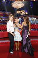 "KELLIE & DEREK - The two-hour Season Finale of ""Dancing with the Stars the Results Show"" (ABC/Adam Taylor)"