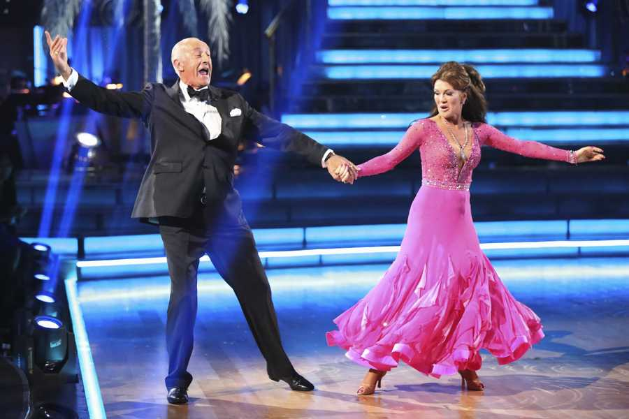 """LEN GOODMAN, LISA VANDERPUMP - The entire celebrity cast returned on the two-hour Season Finale of """"Dancing with the Stars the Results Show,"""" (ABC/Adam Taylor)"""