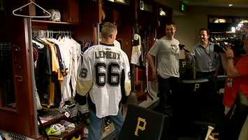 Brandon Inge wearing a Mario Lemieux jersey while teammate Neil Walker talks to reporters