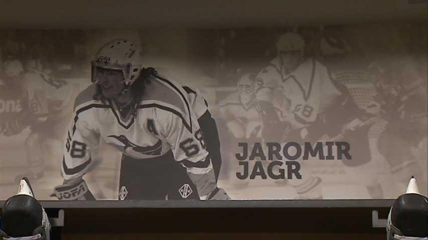 Jaromir Jagr's picture in Pens locker room