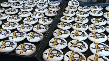 Penguins logo cookies