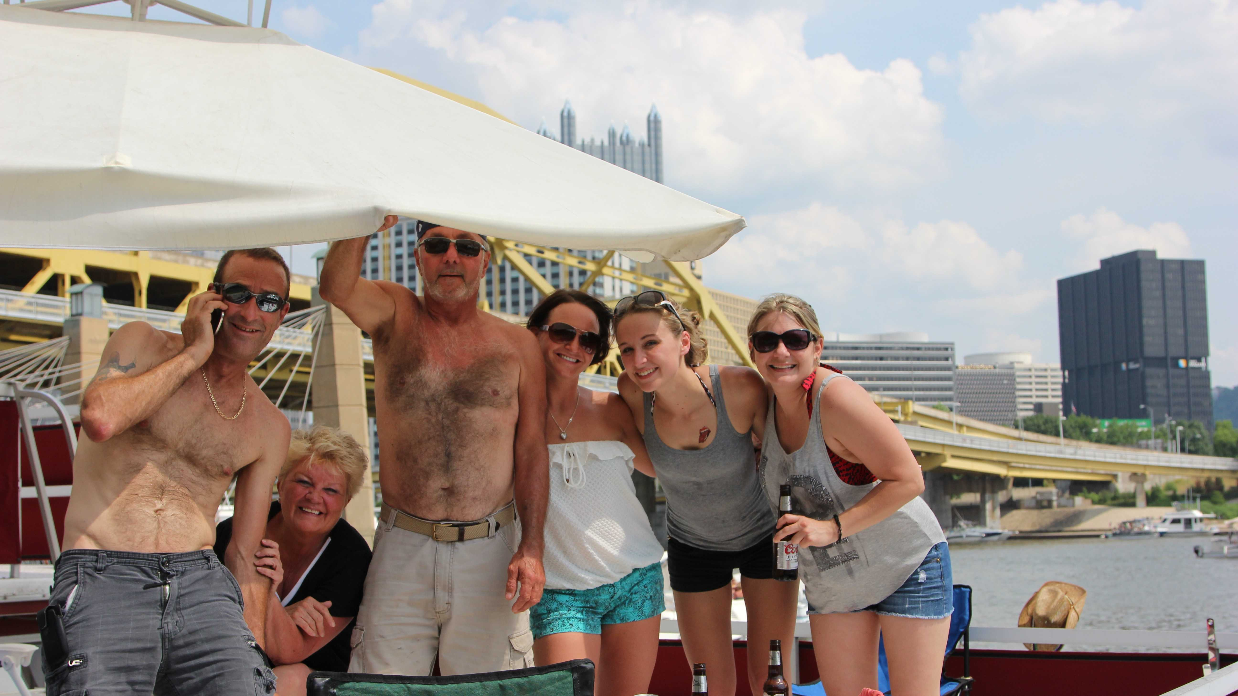 Starting Saturday morning and go well into the evening pre-concert, thousands partied along the shoreline and on the water. Check out the photos from the fun on the river...