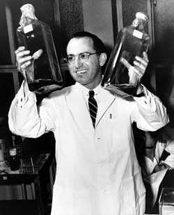 The first injectable polio vaccine was invented at the University of Pittsburgh in 1952 by Jonas Salk and his team.(examiner.com)