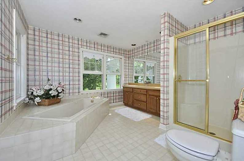 Master bedroom features an XL spa tub and separate walk-in shower.