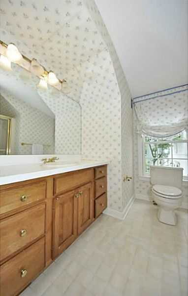 As you can see, each bedroom has it's own private bathroom.