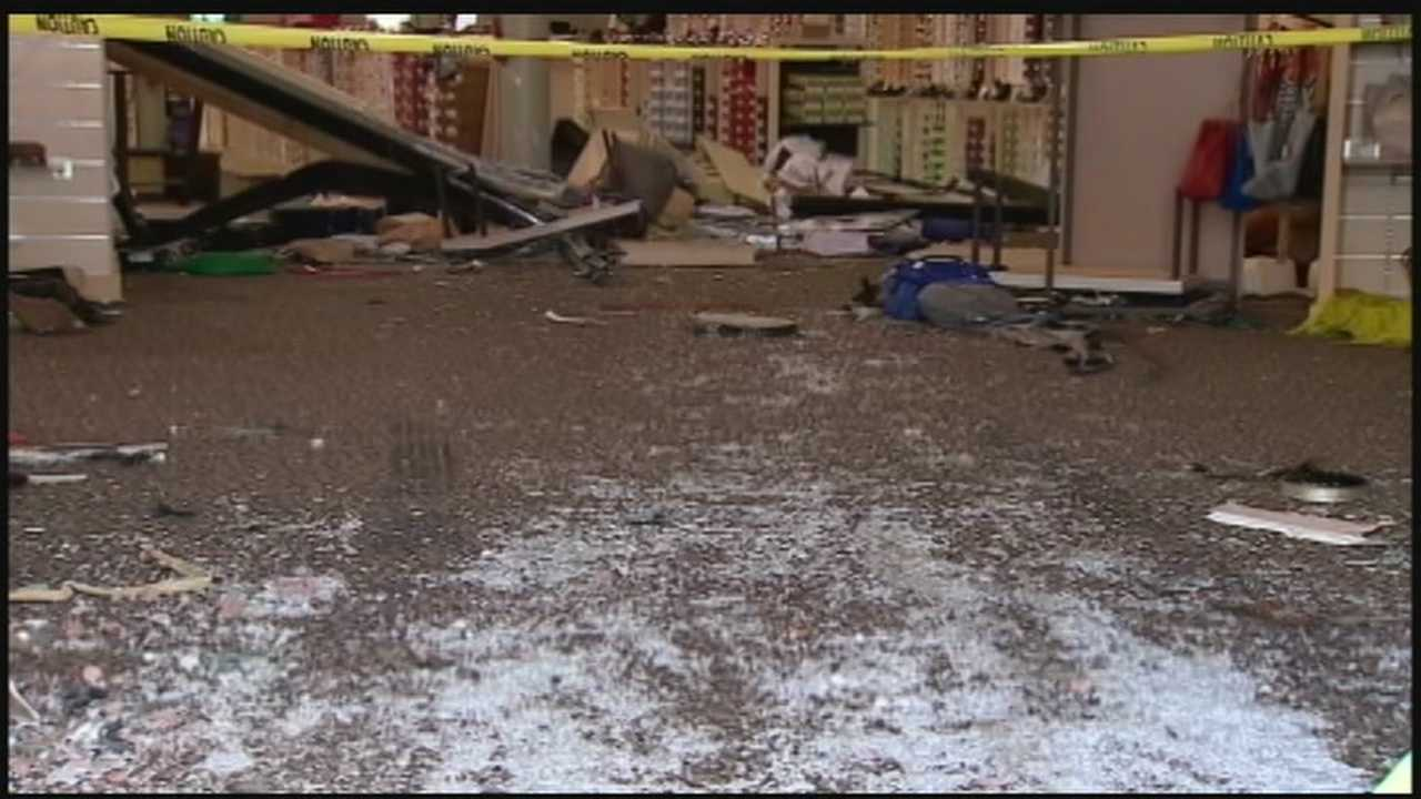 img-Car Slams Into DSW Shopping Store 01