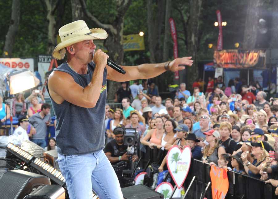 "Kenny Chesney wears a T-shirt that benefits his ""Spread the Love Fund"" in support of Boston Marathon bombing victims during the GMA Summer Concert Series in Central Park, on GOOD MORNING AMERICA, 8/9/13, (Photo by ABC/ Donna Svennevik)"