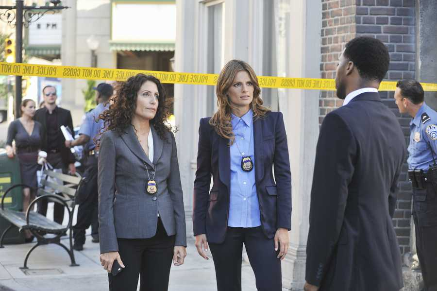 "Last season ended with Beckett wrestling over whether to take a high-profile job in DC -- a dilemma made more complicated when Castle proposed to her. In the Season 6 Premiere of ""Castle,"" Castle and Beckett will deal with the consequences of their decisions against the backdrop of a high-stakes investigation, MONDAY, SEPTEMBER 23 (10:01-11:00 p.m., ET) on the ABC Television Network. Lisa Edelstein (""House"") guest stars in a three-episode arc as a tough and highly-skilled Federal investigator whose appearance plays a vital role in Beckett's decision about her future. (ABC/Richard Foreman)"