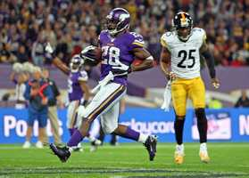 Adrian Peterson runs into the end zone for a touchdown.