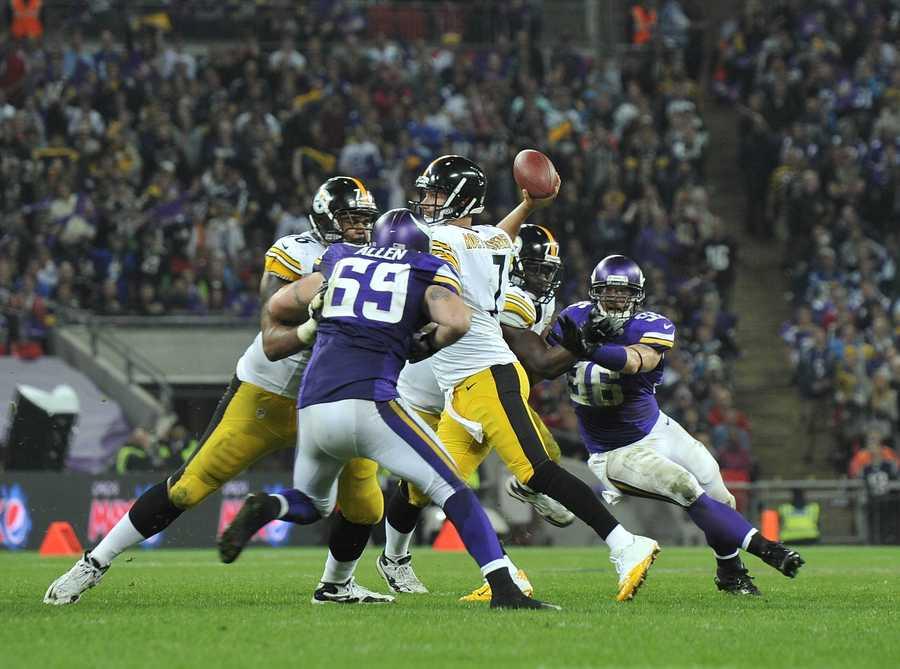 Ben Roethlisberger feels the pressure from the Vikings.