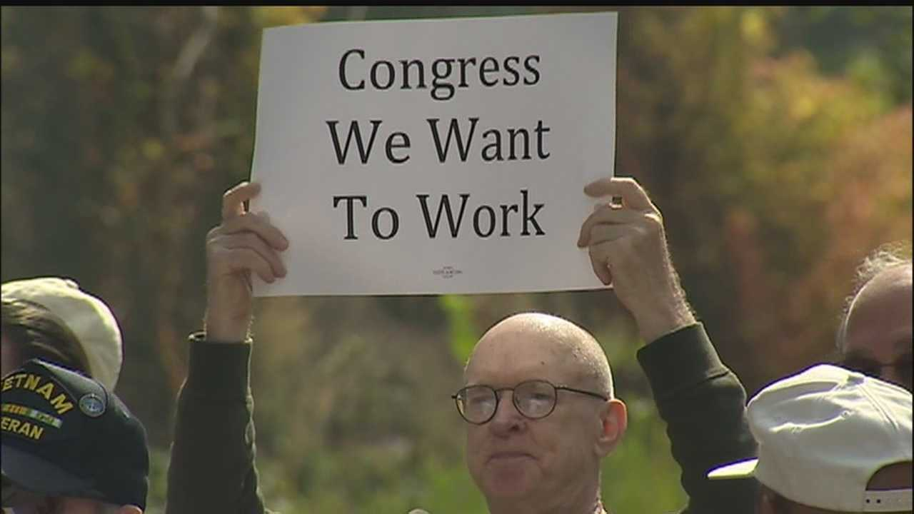 img-Government workers to Congress We want to work