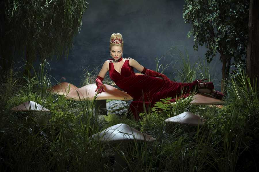 """ABC's """"Once Upon a Time in Wonderland"""" stars Emma Rigby as The Red Queen. (ABC/Bob D'Amico)"""