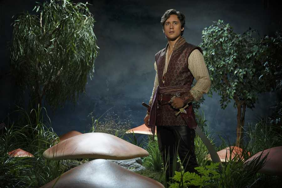 """ABC's """"Once Upon a Time in Wonderland"""" stars Peter Gadiot as Cyrus. (ABC/Bob D'Amico)"""