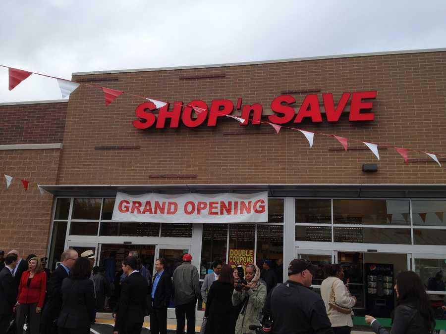 Shop 'n Save is the neighborhood's first local grocery store since the 1980s. Let's take a look inside.