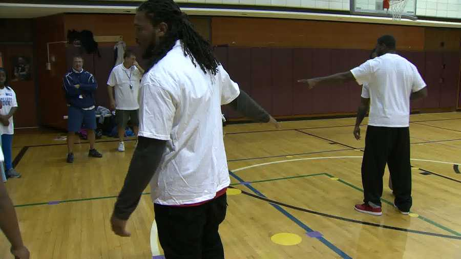 Linebacker Jarvis Jones gives some instruction