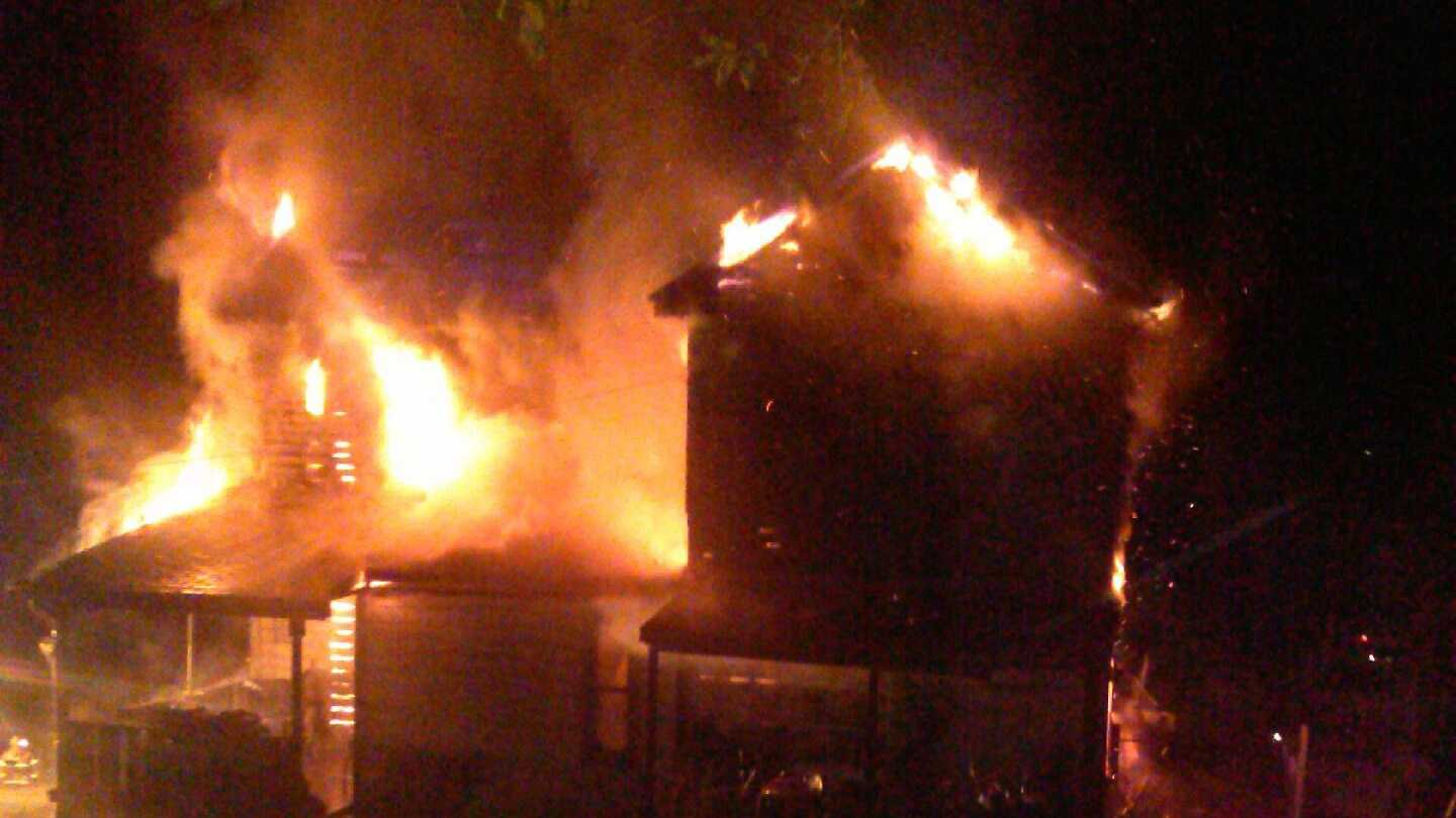 A Washington County mother died while trying to protect her son as a fire broke out inside their home.