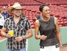 Robin Roberts once again puts on her cowboy boots for an hour-long special, IN THE SPOTLIGHT WITH ROBIN ROBERTS: COUNTDOWN TO THE CMA AWARDS, and talks to Jason Aldean during his record breaking concert at Boston's Fenway Park, airing TUESDAY, NOV. 5 (10-11pm, ET). (ABC/Tracy Powell)