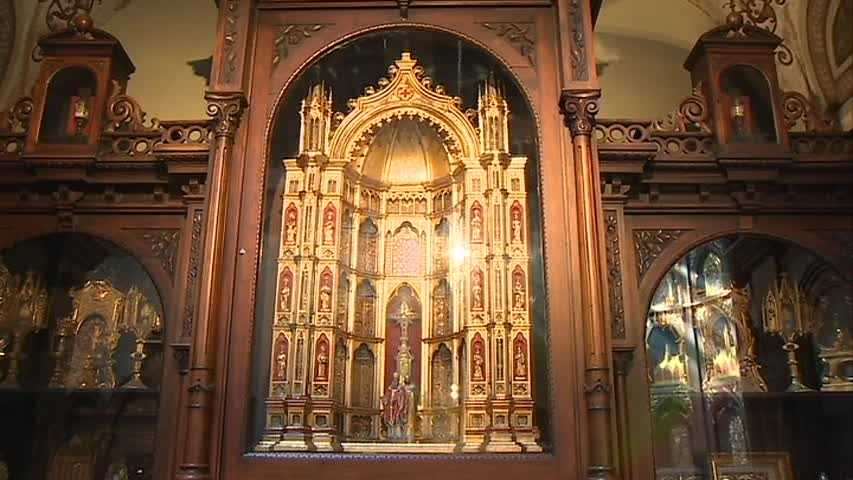 A reliquary that holds 700 relics, a piece of the baby Jesus' swaddling clothes, a piece of the manger and a splinter from the Holy Cross.