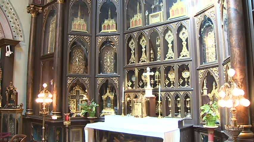 A wide shot of the altar filled with gold reliquary.