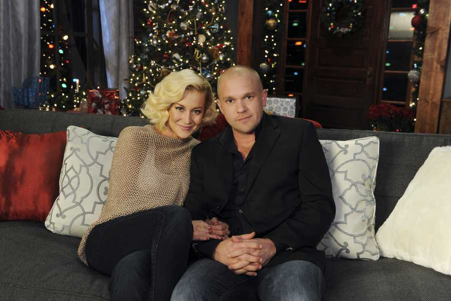 """KELLIE PICKLER & KYLE JACOBS -- Some of the most powerful and emotionally moving voices in music come together to celebrate the holidays on """"CMA Country Christmas,"""" which taped in front of a live audience Friday, November 8 at the Bridgestone Arena in Nashville, Tenn. The special, which features Jennifer Nettles as host for the fourth year, airs MONDAY, DECEMBER 2 (9:00-11:00, ET/PT), on the ABC Television Network."""