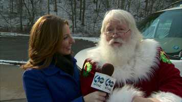 Video: 'Voice of the Steelers' spreads Spirit of Christmas