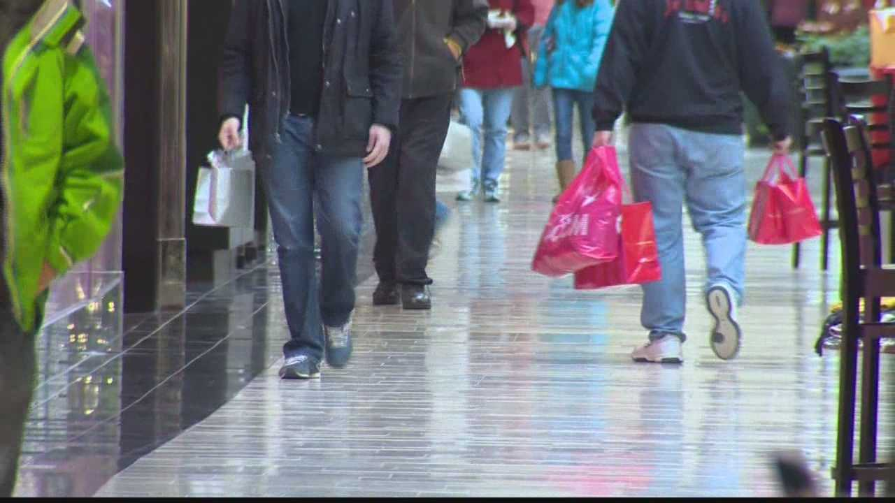 img-Last-minute shoppers hit stores