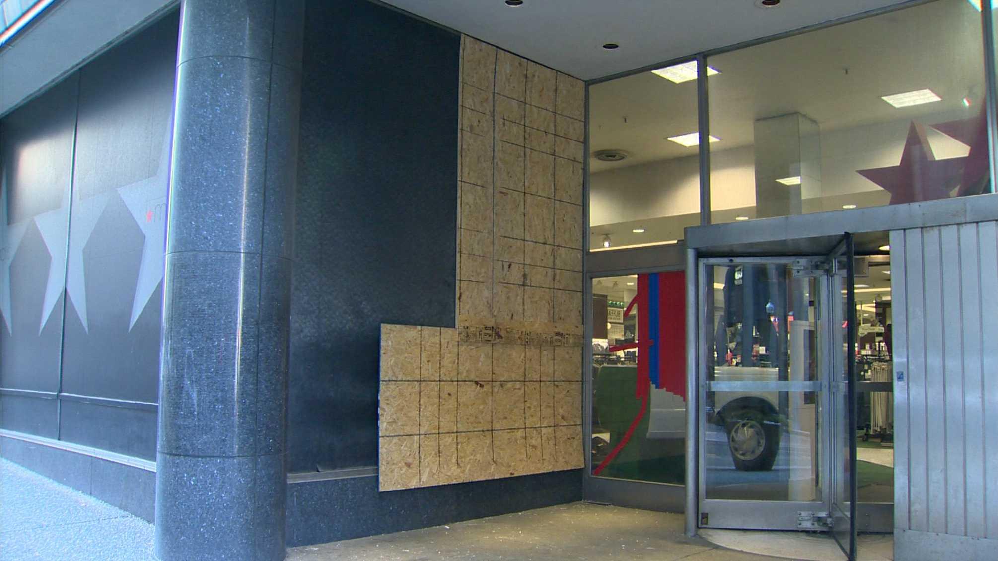 img-smashed Macy's window