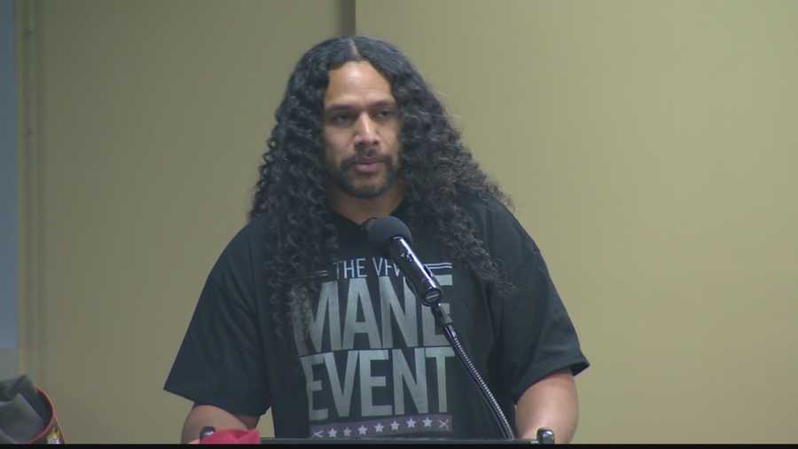 #6 Steelers' Polamalu gets hair cut for charitySteelers safety Troy Polamalu had some of his famous long locks trimmed on Veterans Day. The hair will be auctioned to raise money for the Veterans of Foreign Wars. CLICK HERE TO WATCH THE VIDEO